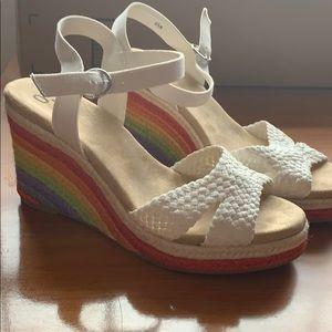 NWOT Rainbow Platform Sandals